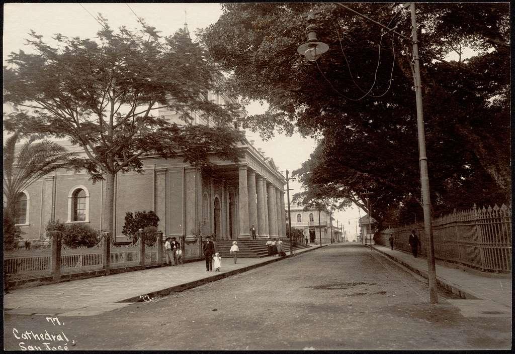 Side view of Cathedral of San José; people on sidewalk
